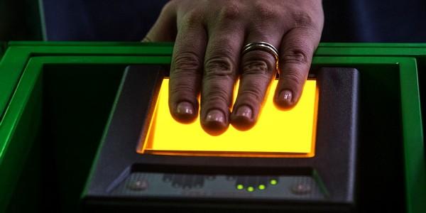 Сенаторы предлагают регистрацию биометрических данных через гаджеты